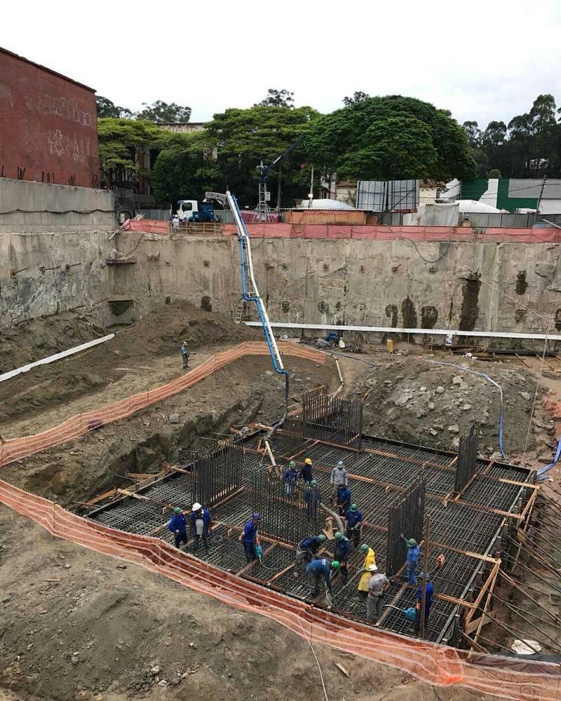 Locação de máquina de projetar concreto